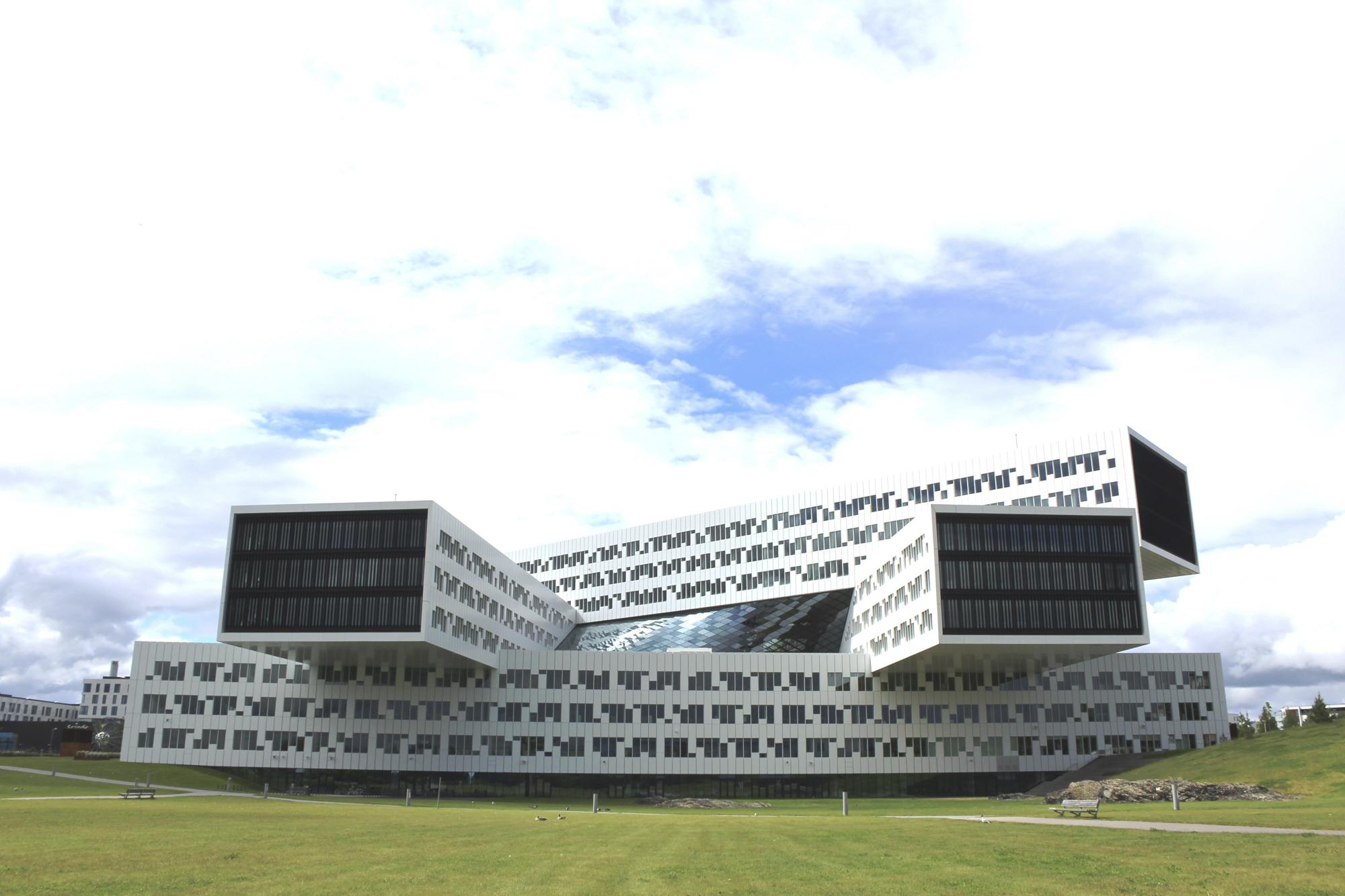 Mayo - Arquitectura